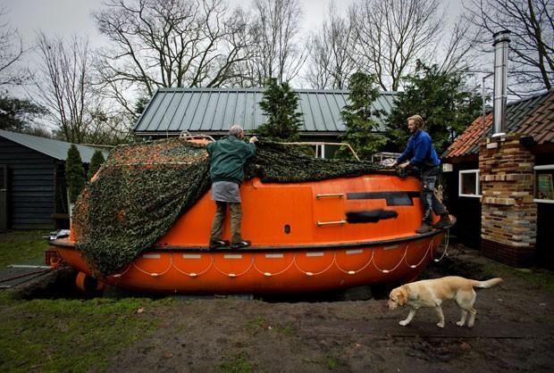 Holandês instala arca no quintal de casa para 'fugir' do fim do mundo
