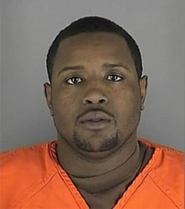 Demetrius Patterson disparou em direção ao carro após recusar refeição.Funcionário conseguiu escapar sem ferimentos e chamou a polícia.