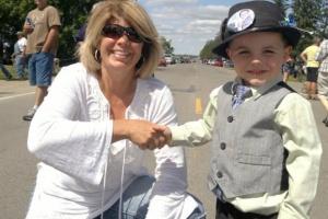 Robert 'Bobby' Tufts, de 5 anos, foi eleito pela terceira vez prefeito de Dorset Foto: Courtesy Tufts Family/AP